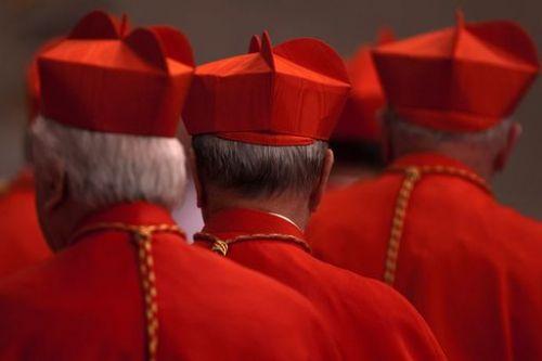 """Udienza """"choc"""" in Vaticano. Monsignor Becciu perde i diritti al cardinalato!"""
